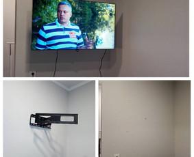 Televizoriaus tvirtinimas / kabinimas / montavimas yra atsakingas darbas.  Reikia ne tik tvirtai ir atsakingai prisukti, bet ir naudoti tinkamus varžtus.