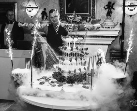 Šampano taurių piramidės ir sauso ledo efektų šou