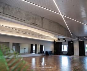 Erdvi, šviesi, nauja 200 kv. m. salė.