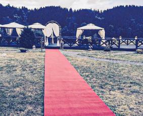 Raudonų ir baltų kilimų nuoma