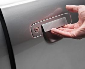 Skubus avarinis automobilio duru atidarymas