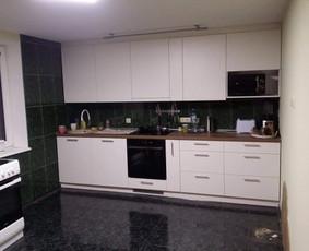 Virtuvės baldai, spintos stumdomom durim