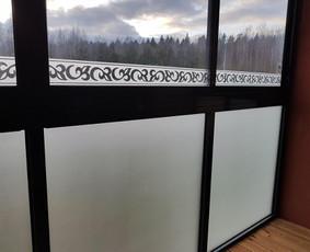 Balkonų, vitrinų klijavimo darbai