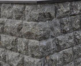 Sienu apdaila is granito