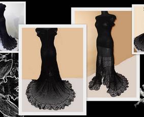 Suknelė nerta kabliuku iš DOPPIO RITO RTO siūlų, 100% medvilnė. Nugaroje užtrauktukas iki liemens, todėl suknutė gražiai priglunda ir ją patogu apsivilkti. Suknelės ilgis nuo pažastų - 1 ...