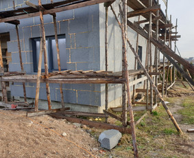 Priduodame nebaigtą statybą ir namą