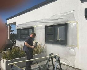 Plastikinių langų, durų dažymas, remontas.