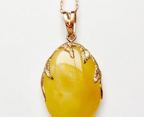 Natūralaus matinio gintaro pakabukas su auksu (585')