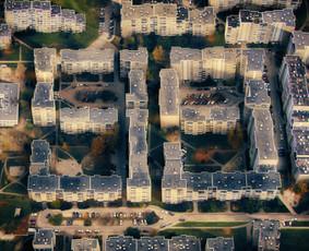 """""""G&G Sindikato"""" albumo """"99"""" viršelio vizualizacija.  Atlikti darbai: Idėjos išgryninimas, eskizo paruošimas, ortofoto kadrų planavimas, objektų fotografavimas dronu, vaizdų manipuliacija."""