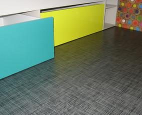 žaislų stalčiai po lova; vaikų kambariai