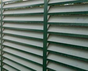 Ilgaamžės žaliuzi tipo skardinės tvoros.
