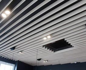 Mūsų įrengtas KEBAB inn. Atlikti darbai: vidinių pertvarų suformavimas, glaistymas, dažymas, plytelių klijavimas, pakabinamų g/k lubų įrengimas, medinių lentelių dekoro įrengimas, grind ...
