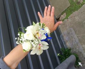 Gėlių apyrankė