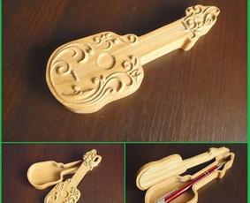 """Suvenyrinė dėžutė """"Gitara"""". Ąžuolas, 170 x 70 x 25 (12) mm. Parduota, bet Jums užsakius, pagaminsiu vėl."""