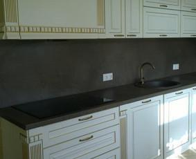 klasikinio stiliaus virtuvės  elementas.Karkasas iš LMDP ,fasadai- dažytas MDF.Privatus namas.