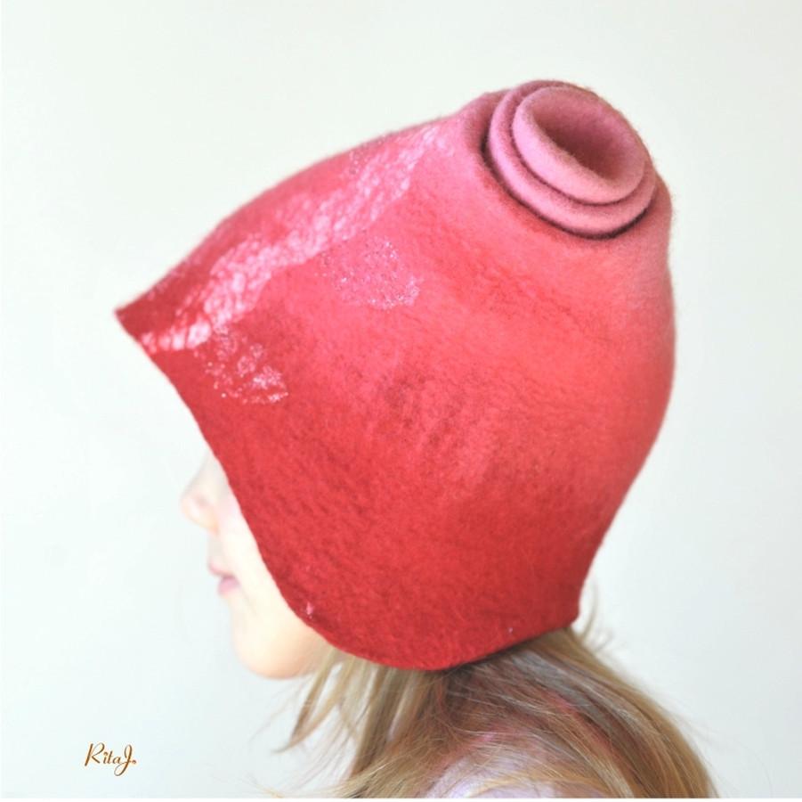 Velta vaikiška kepurytė. Velta iš švelnios merino vilnos. Kepurė patogi ir šilta. Gali būti ir kiti spalviniai deriniai.