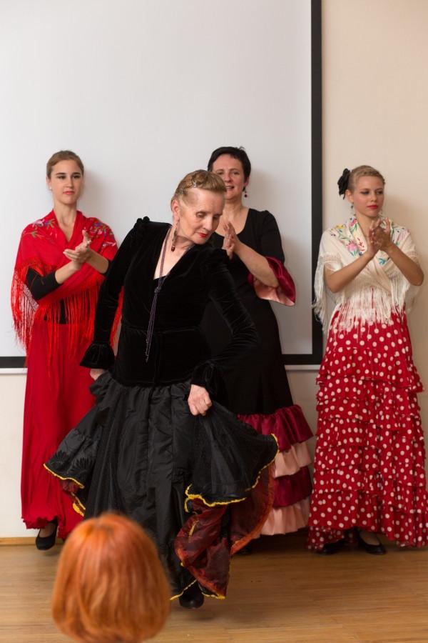 """Flamenco skirtas įvairaus amžiaus žmonėms( iš """" Šok flamenco"""" studijos koncerto)."""