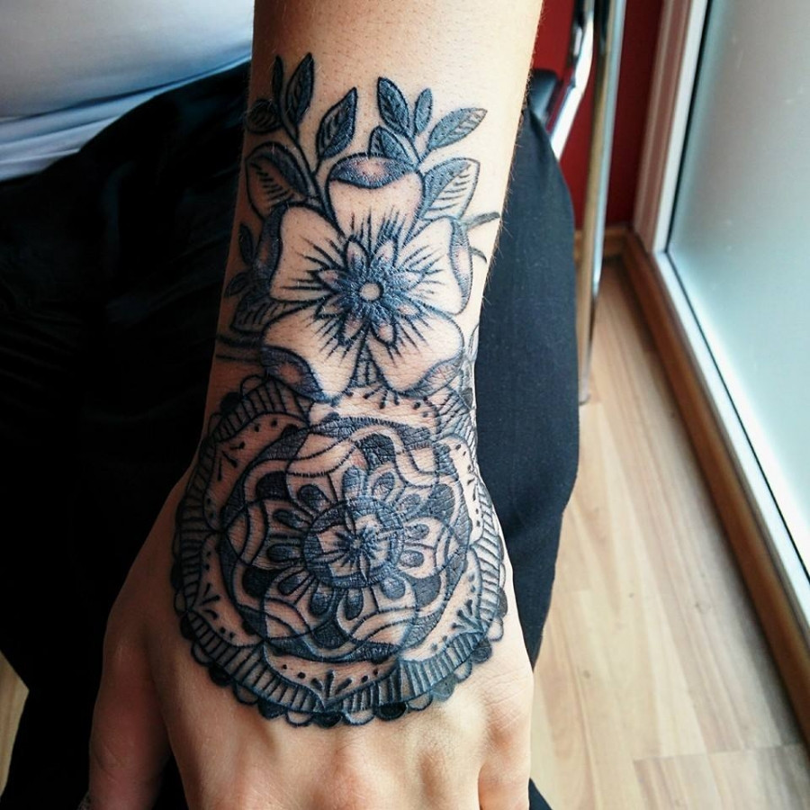 #LinasTattoo #Tattoo #Tattoos #Tattooart #Tattooing #HandTattoo #Blackngrey #Mandala #Flower #PantheraInk #Ink