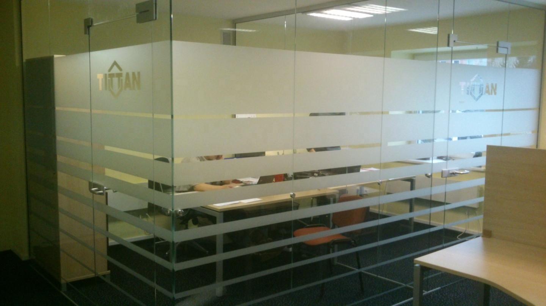 Ofiso stiklu matinimas