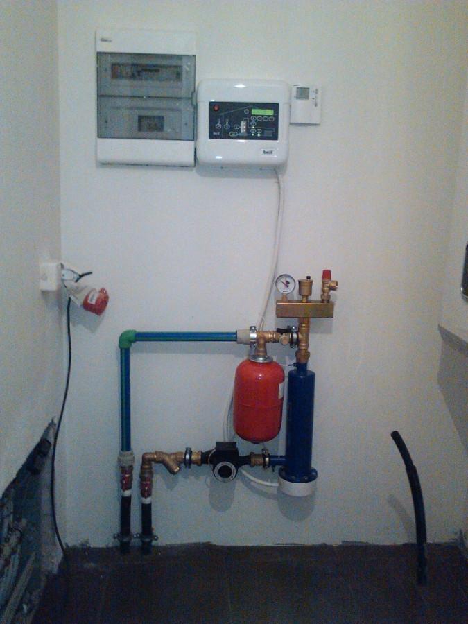 Beril elektrinis joninis katilas patalpoms šildyti. Šildymo sistema gali būti grindinė arba radiatorinė ar mišri. Maksimalus komfortas. Mažai vietos. Jokio triukšmo, smarvės, purvo. Tai gali atrodyti katilinė pastatui iki 600 kv.m. šildomo ploto, kai aukštis iki 3 m. ir pastato šiluminiai nuostoliai iki 33 kW.