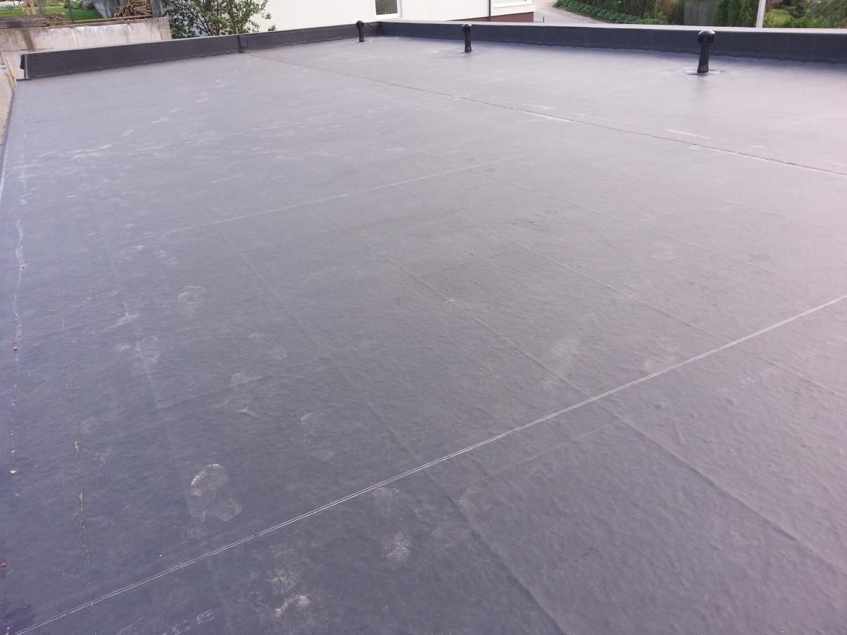 Individualių stogų hidroizoliacija, naudojant Firestone EPDM membraną. Pilnai klijuojama sistema.
