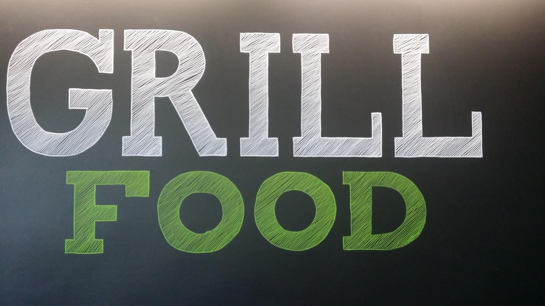 Piešinys ant sienos markeriais. Grill food užkandinė. LOGO