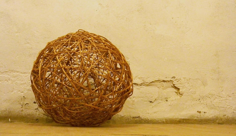 dekoracinis kamuolys. Matmenys: 55cm skermuo. kaina: 45 €