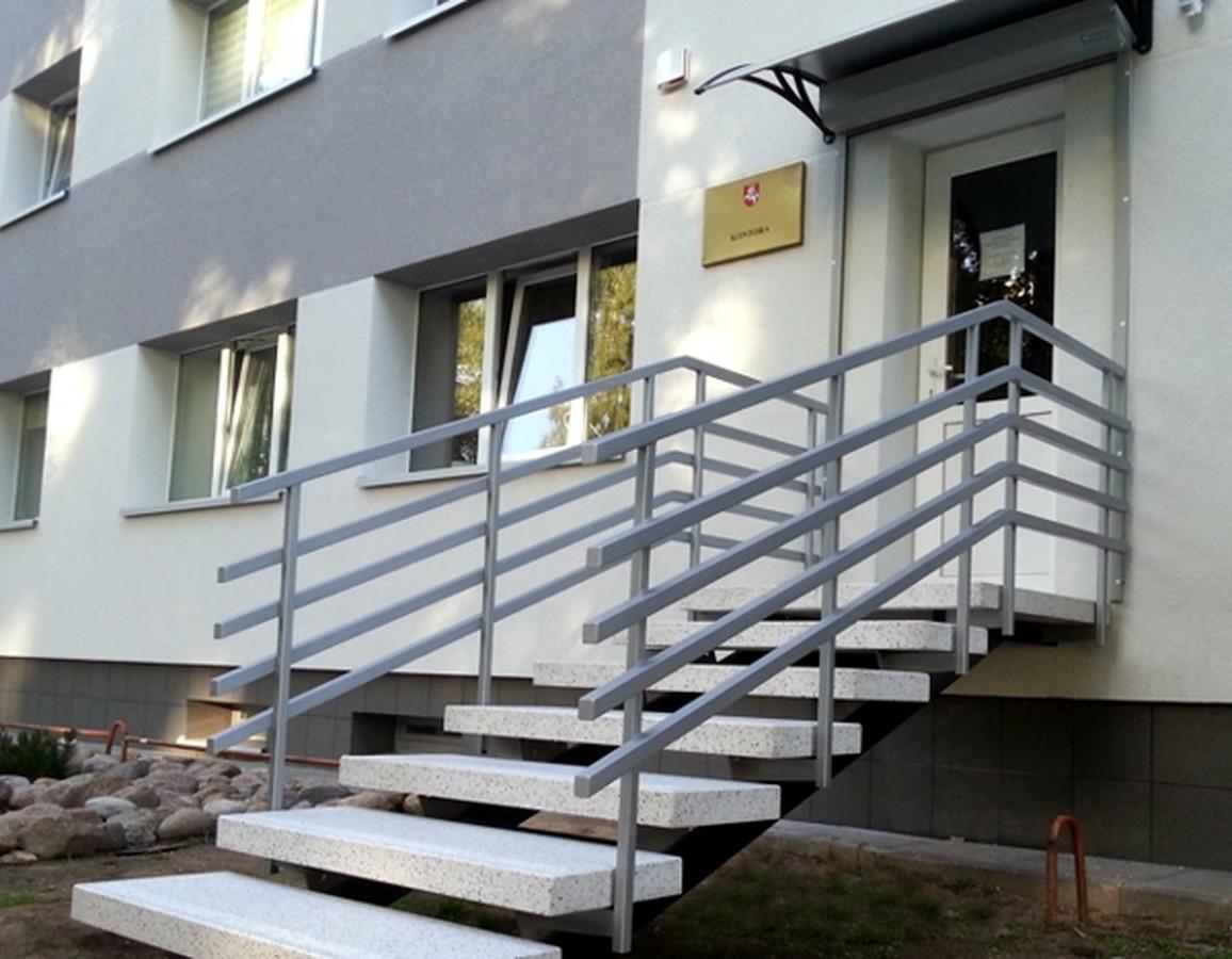 """Dekoratyvinio betono(teraco) pakopos ant metalo karkaso. """"Ofisiniai"""" laiptai, intensyviam naudojimui."""