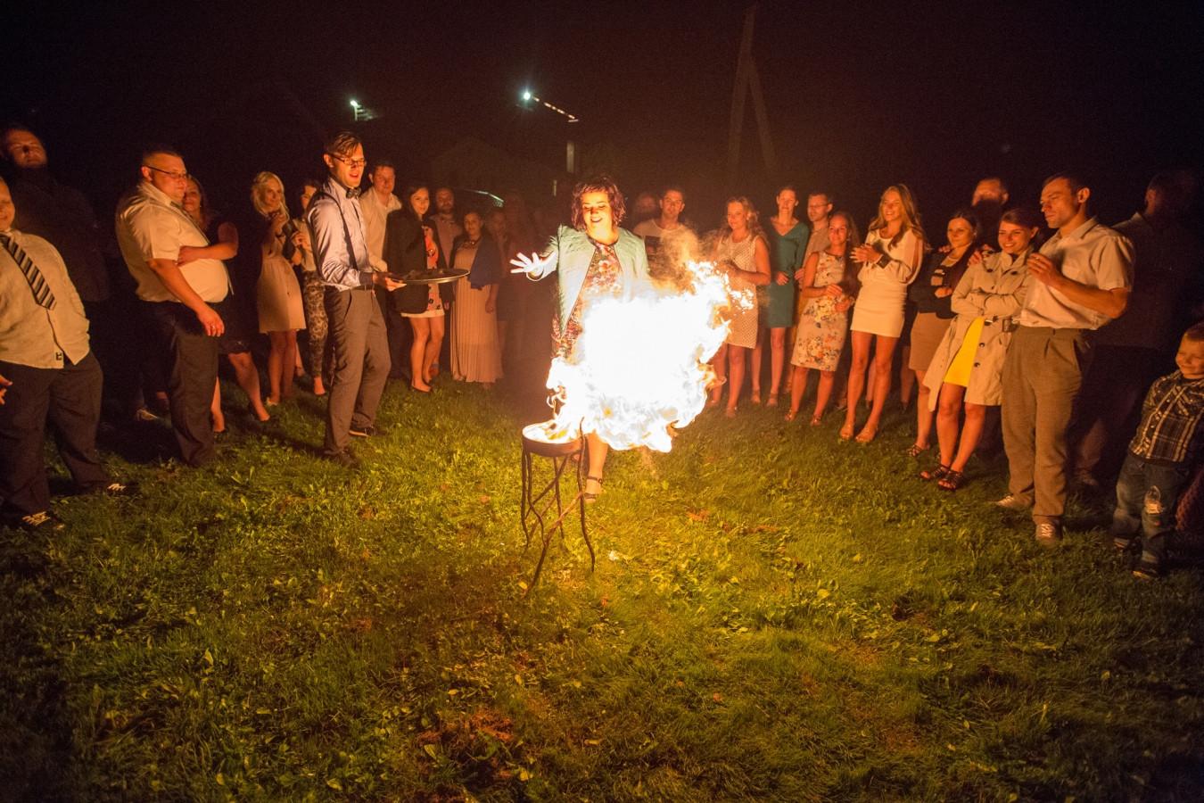 Algirdo ir Linos vestuvės. Žaidimai su ugnimi.