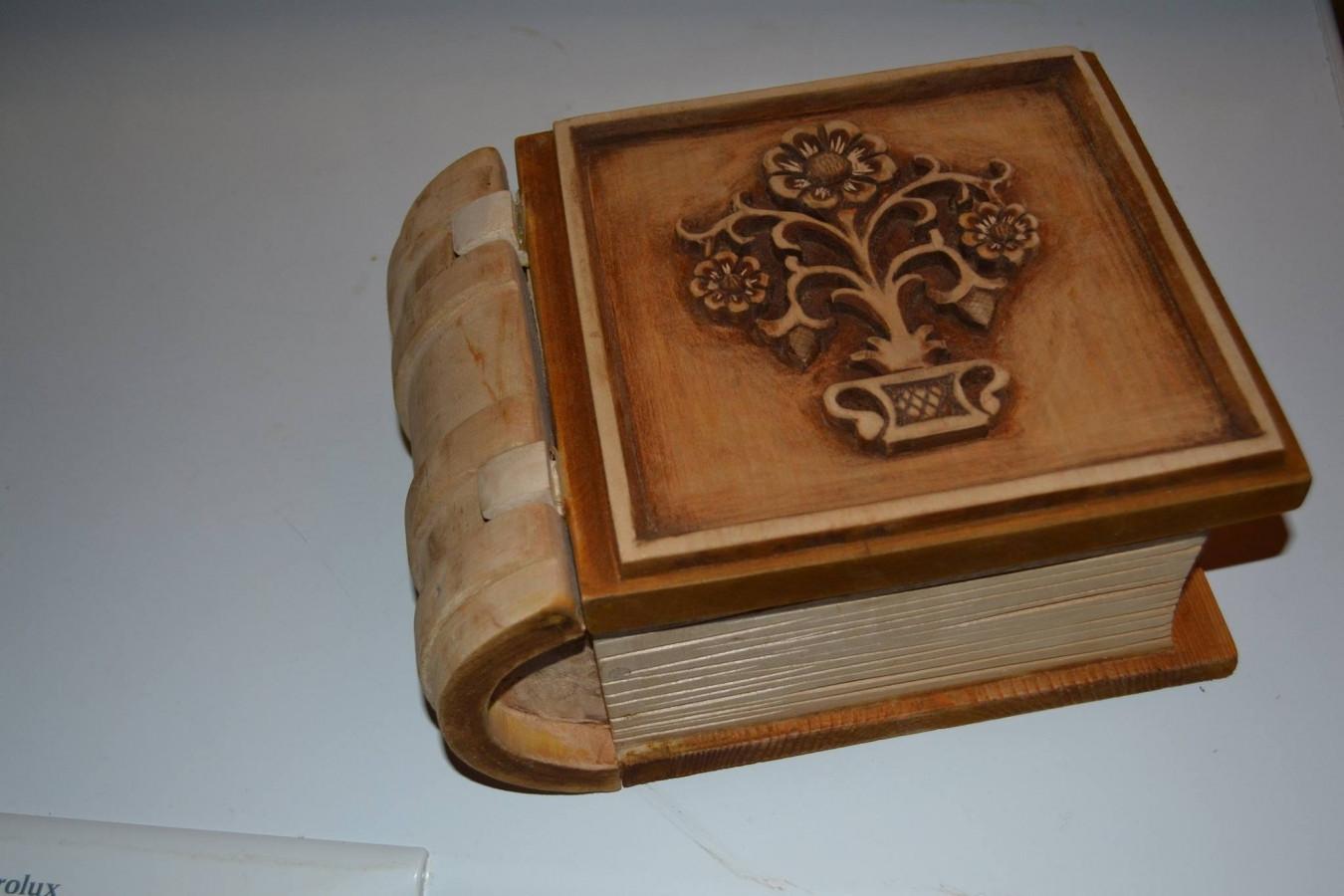knyga dėžutė
