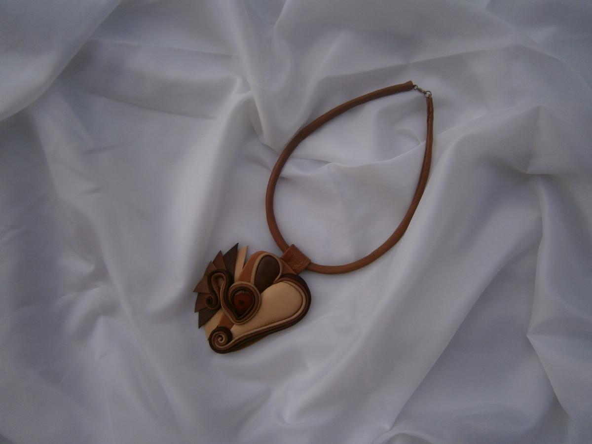 Natūralios odos kaklo papuošalas su agatu. Darija777-12