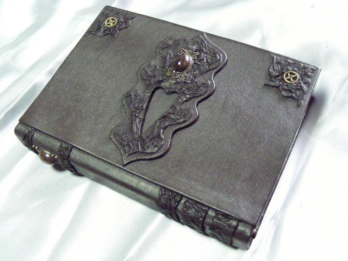 Natūralia oda dekoruota užrašų knyga. Darija777-85