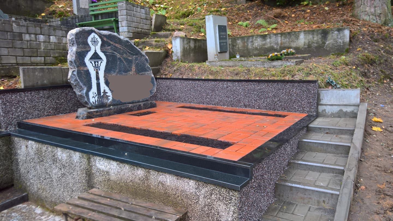 Paminklai, kapaviečių projektavimas, montavimas www.kapu.lt 865688083 Granitą gabename iš Suomijos, Švedijos ir Rusijos ir t.t.