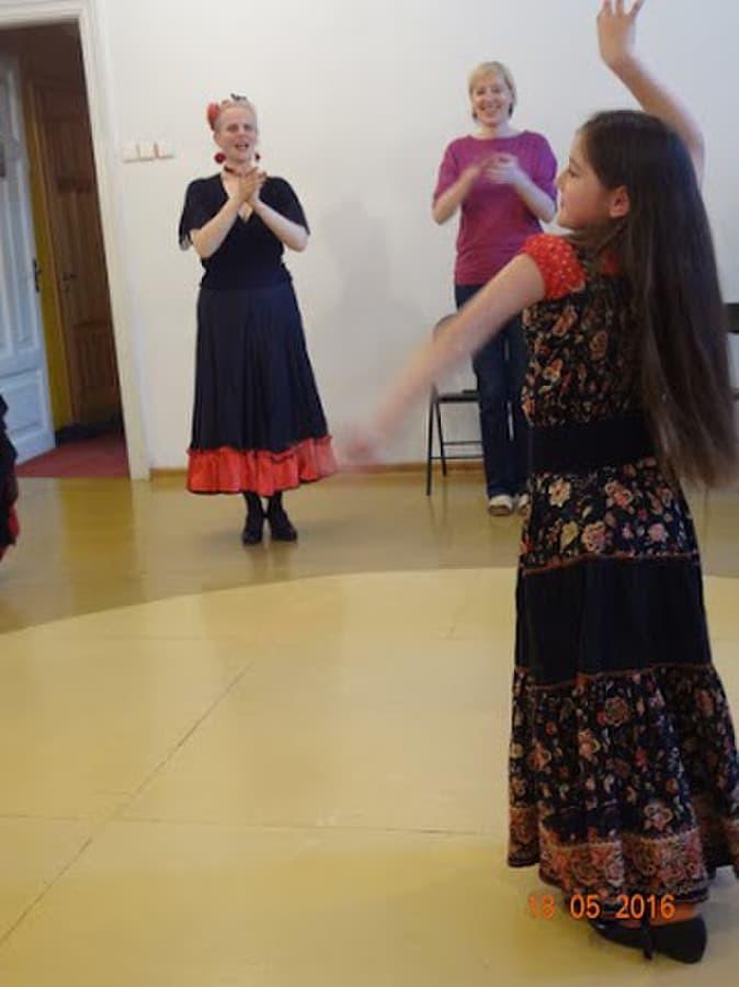 Vaikai į flamenko pamokas priimami nuo 8 metų amžiaus.