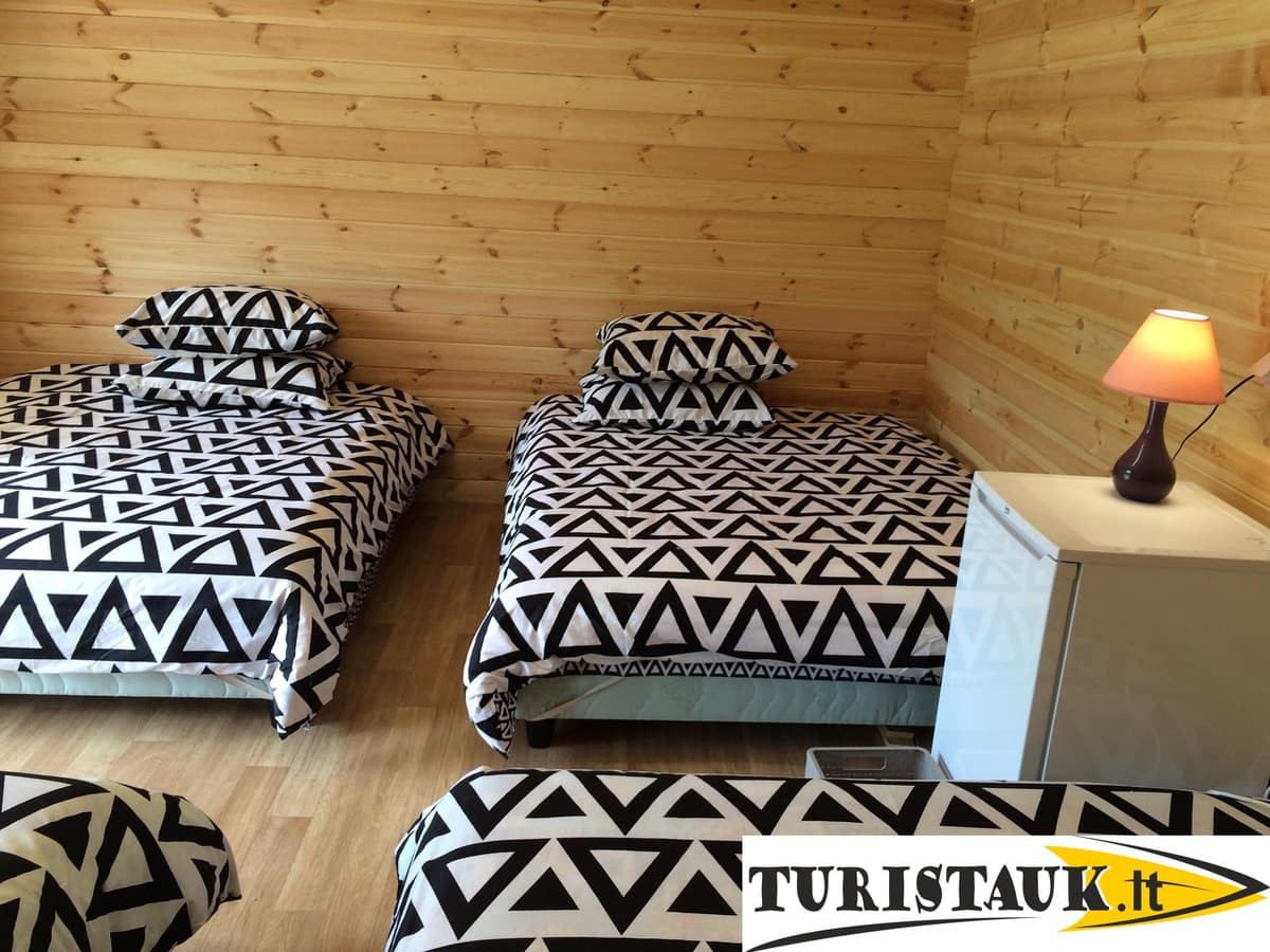 Naujiena - www.turistauk.lt vasaros nameliai ant Jūros upės kranto.