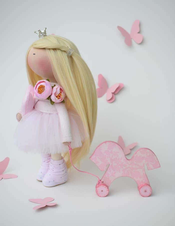 Princesė - rankų darbo interjerinė lėlė