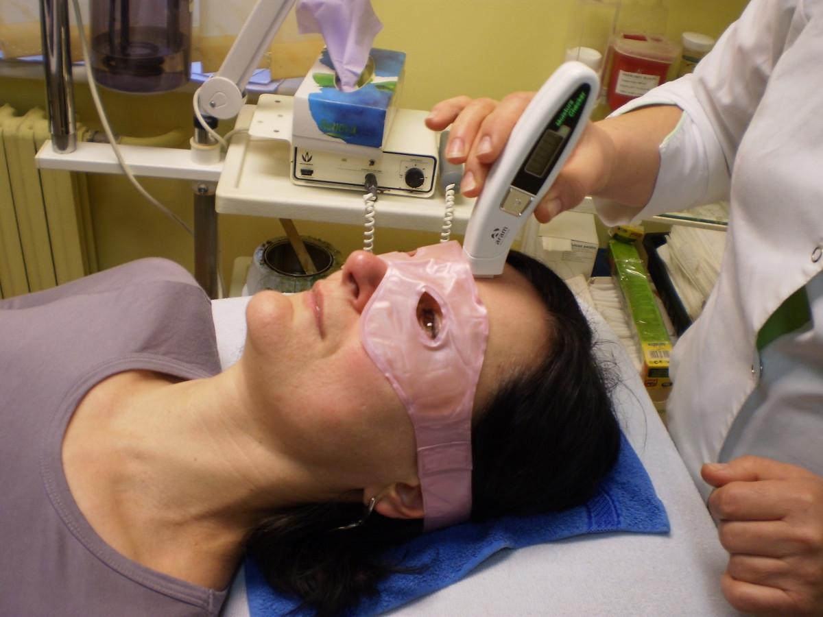 """Korneometrija  5 € Veido odos drėgmės matavimams elektroniniu korneometru ,,Aromo MC"""", kuris nustato odos drėgmę epidermio raginiame odos sluoksnyje."""