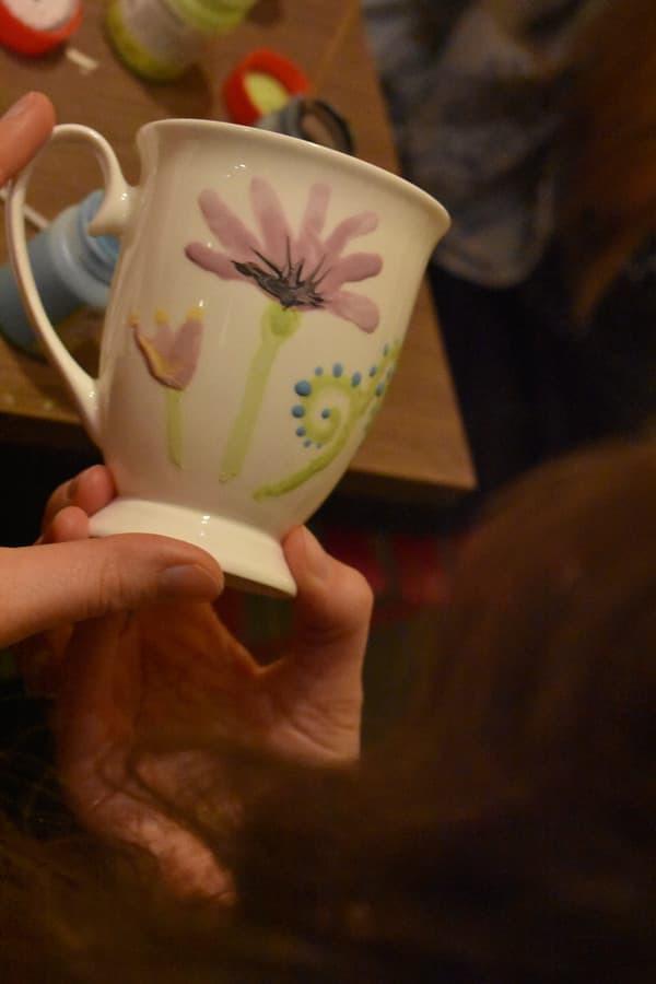 Porcelianinių puodelių dekoravimas