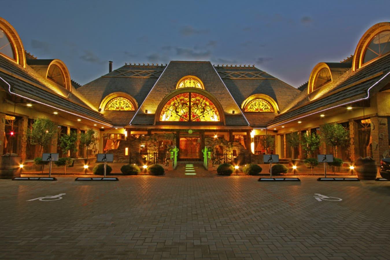 Stogų dengimas skiedromis Fasadų dengimas skiedromis Skiedrinių stogų restauracija