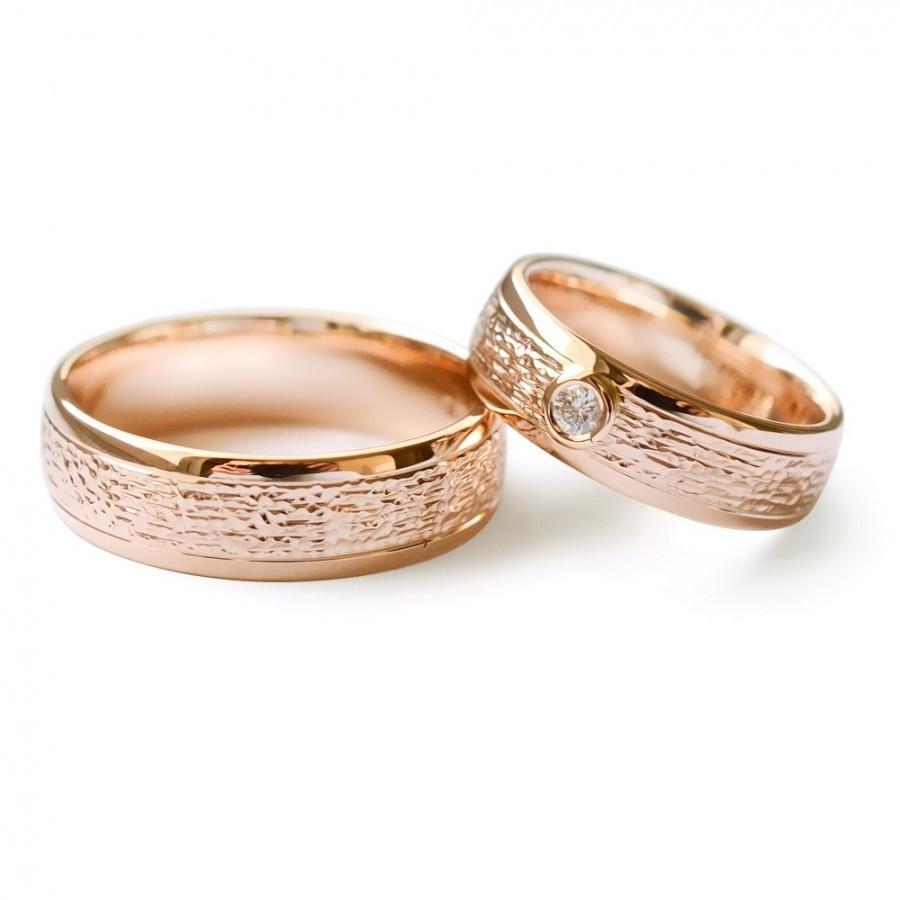 Raudono aukso vestuviniai žiedai. Su briliantu.