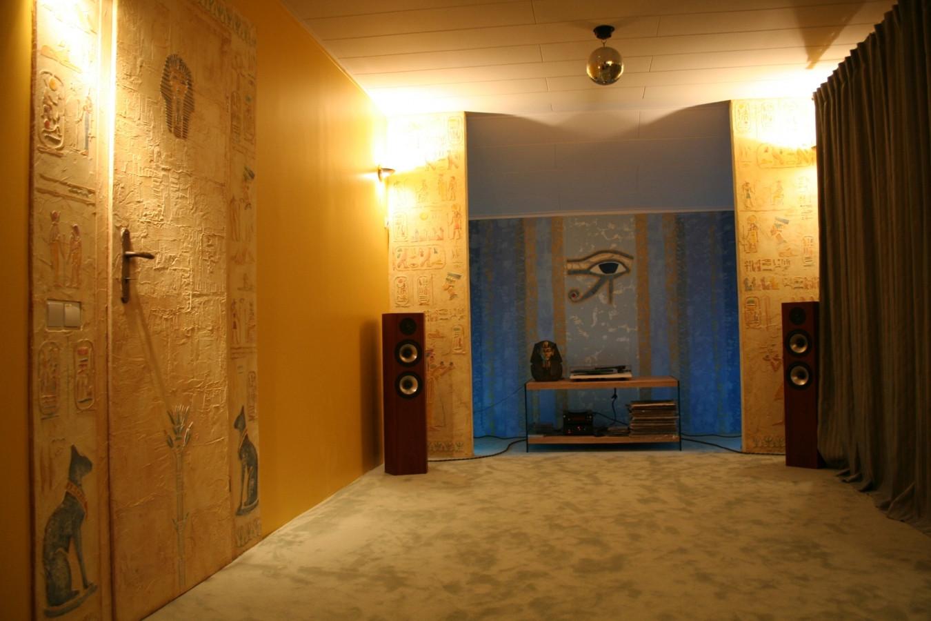 Interjero dekoras Egipto motyvais. Sienų dekoras. Decorated wall. Wall Decor. Embossed wall decor.  Interior design. Egyptian motives.
