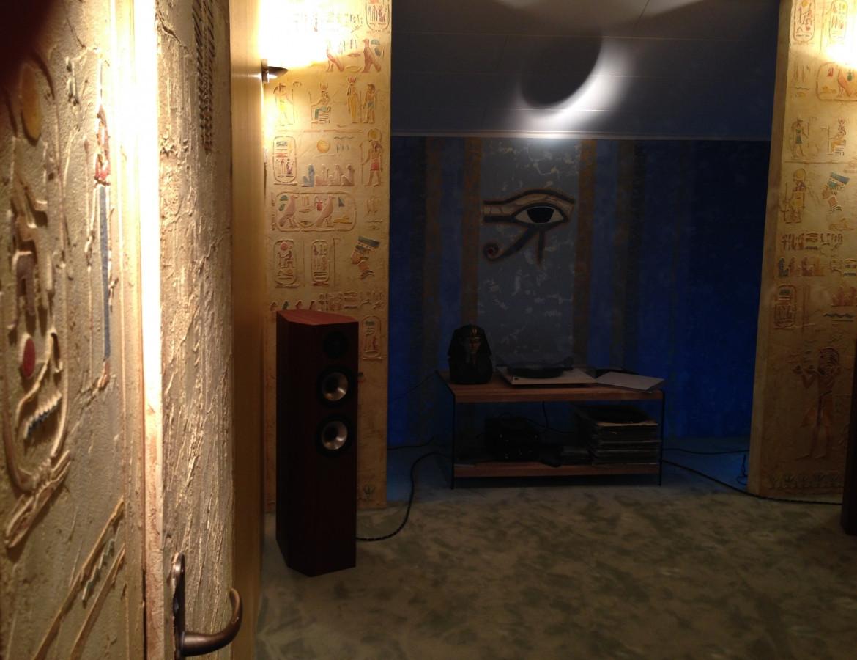 Interjero dekoras. Egipto motyvai. Sienos dekoras. Dekoruota siena. Decorated wall. Wall Decor. Embossed wall decor. Interior design. Egyptian motives.