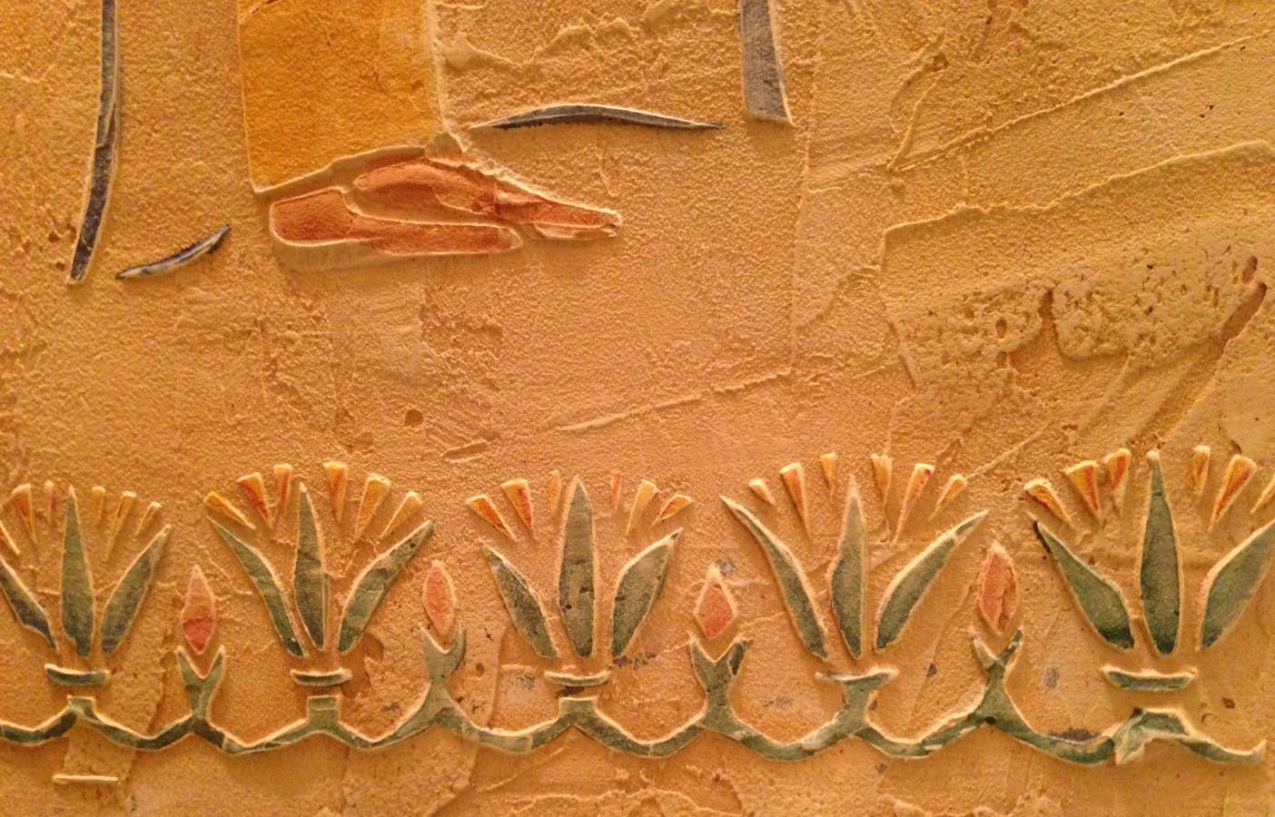 Interjero dekoras. Reljefinis sienos dekoras. Decorated wall. Wall Decor. Embossed wall decor. Interior design. Egyptian motives.
