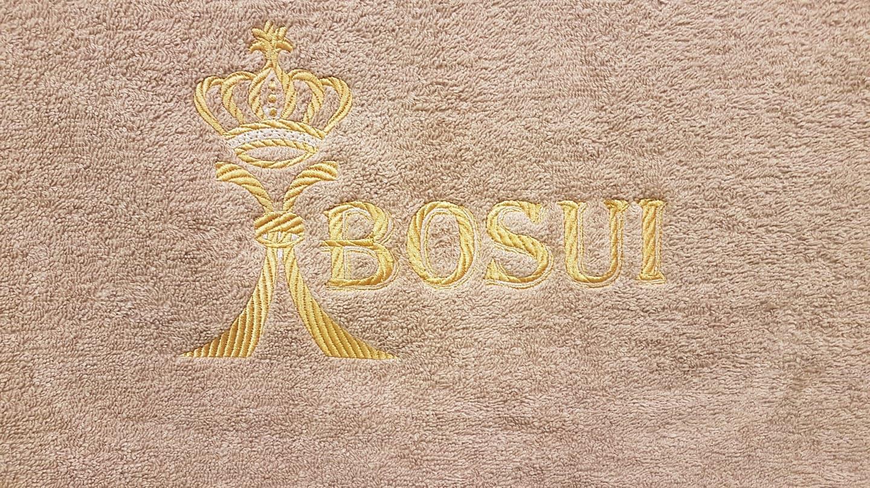 Pagal jūsų pageidavimą išsiuvinėsime ant rankšluosčio, chalato, staltiesės ir kitur.