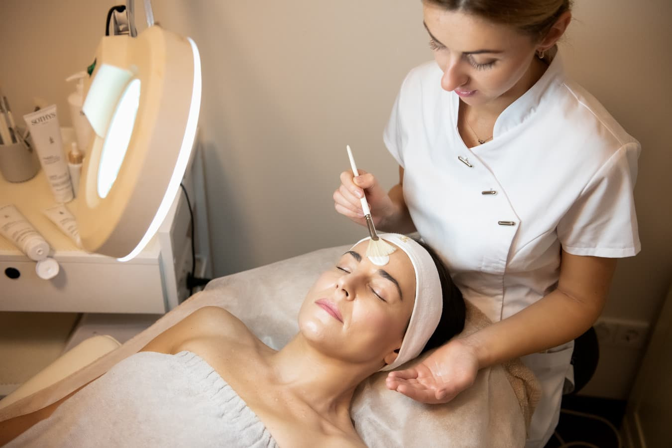 Cheminis rūgštinis pilingas parenkams pagal odos būklę ir tipą.