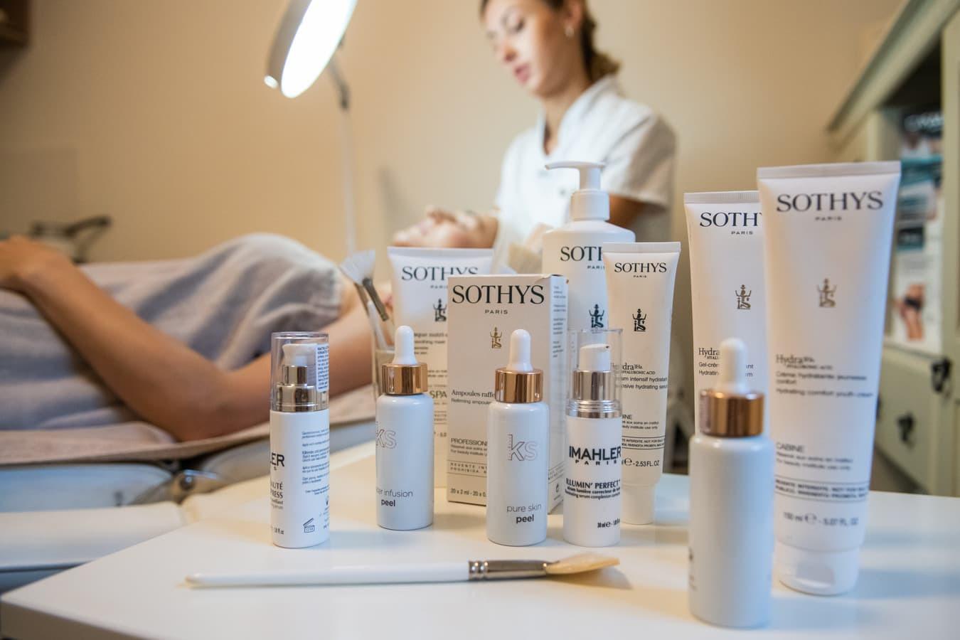 Arliekamas visapusiškas odos atjauninimas su Sothys kosmetika. Po trijų procedūrų kurso iki pusės metų išliekantis efektas.