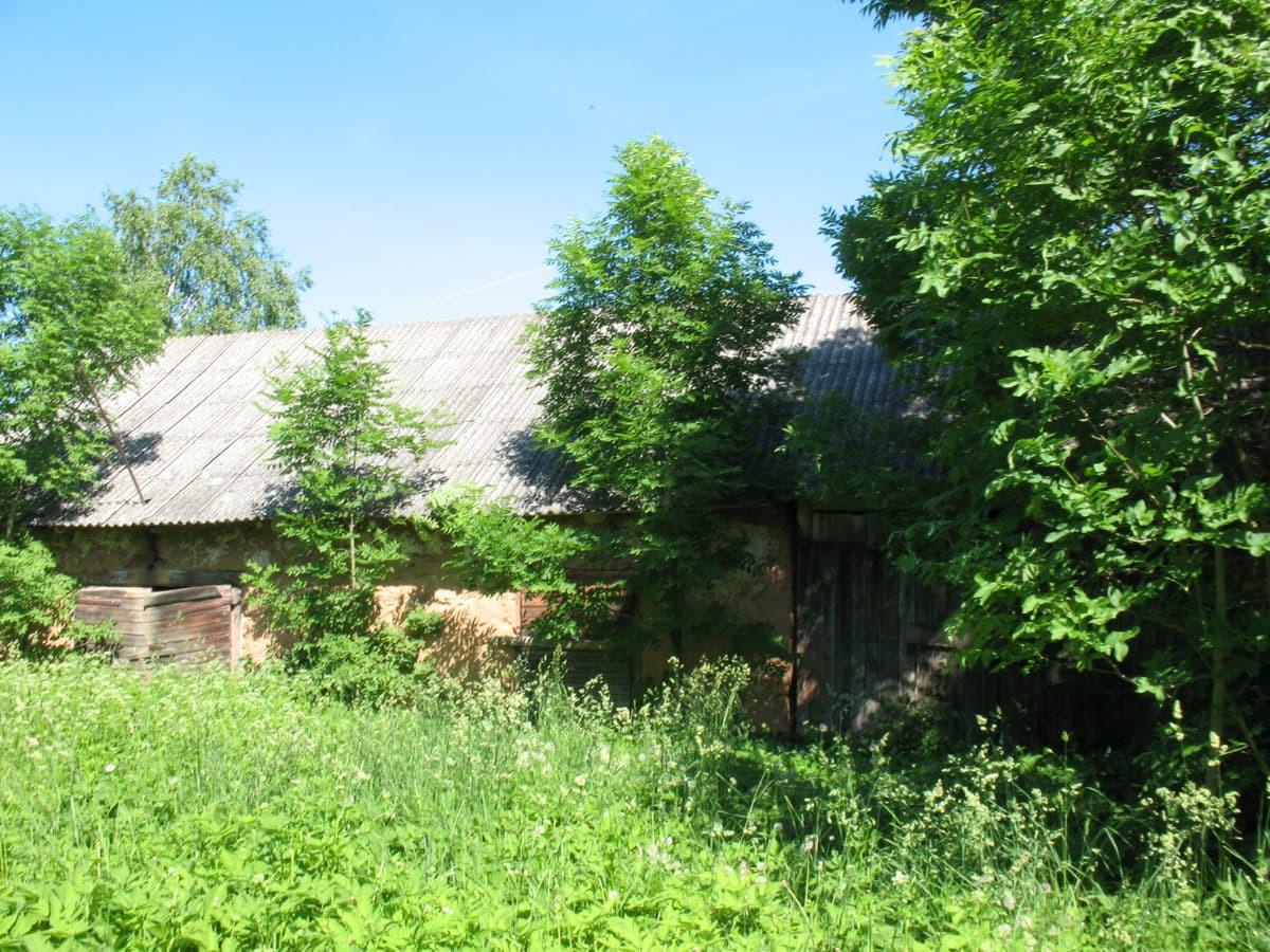 Parduodama sodyba Spilgių k., Pakruojo raj. Namas rąstinis 1973 metų statybos, bendras plotas 69,80 kv.m. Name 3 kambariai ir virtuvė, elektra, šildymas krosninis, vanduo iš šulinio. Sklypas 25 arai.