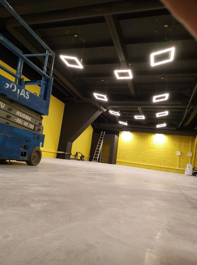 """UAB """"Simuliatorių akademijos"""" ofisas, sumontuoti LED šviestuvai."""