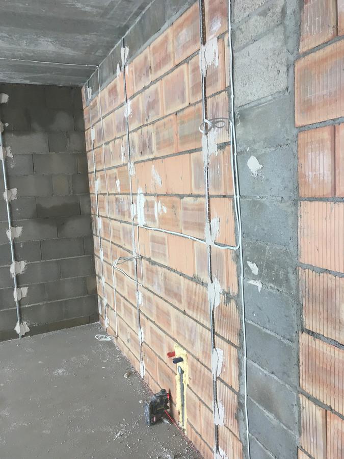 žimynių dėjimas su lazeriu,suteikia geresnę sienų kokybę