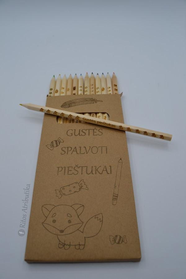 Asmeninių graviruotų spalvotų 12 pieštukų rinkinys  su vardu ir  personalizuota dėžute, dovana pirmokui, rugsėjo pirmosios dovana